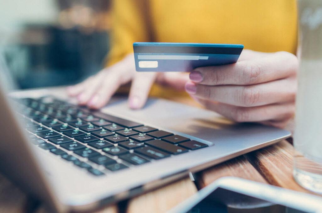 Tüketicilerde fiyat hassasiyeti, sektörlerde dijitalleşme artıyor