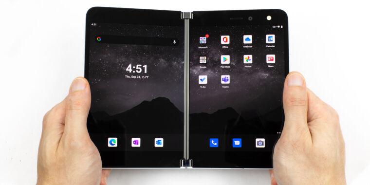 Surface Duo incelemesi — Orphaned Windows donanımı, zayıf bir Android cihazı yapıyor